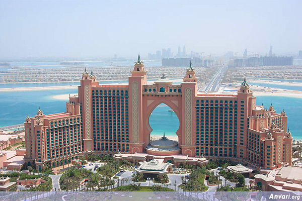 biggest hotel in the middle east dubai