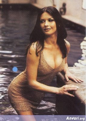 Catherine Zeta Jones in the Pool - Catherine Zeta-Jones