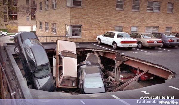 trou parking - Strange Accidents