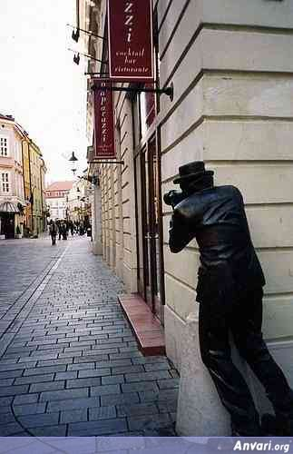 44a2431a62821896949191 - Strange Statues around the World
