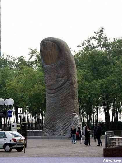 44a2431c2578e203951249 - Strange Statues around the World
