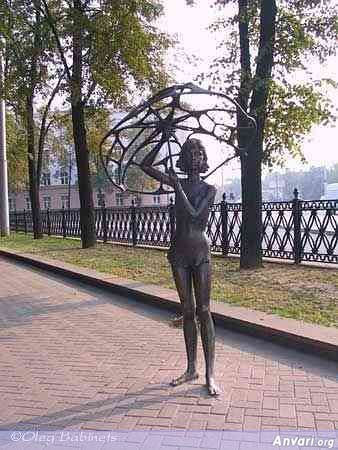 44a2431ce6152456478124 - Strange Statues around the World