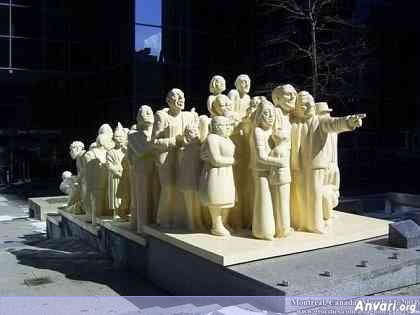 44a2431d08e7c390762186 - Strange Statues around the World