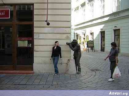 44a2431d1b0cb083342202 - Strange Statues around the World