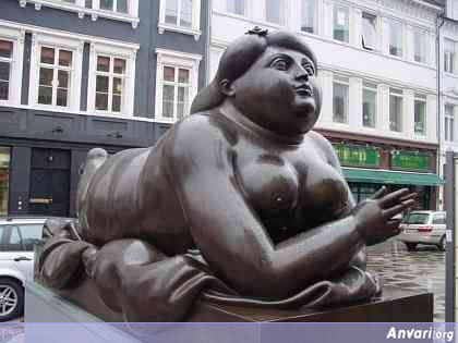 44a243234e5f4017826667 - Strange Statues around the World