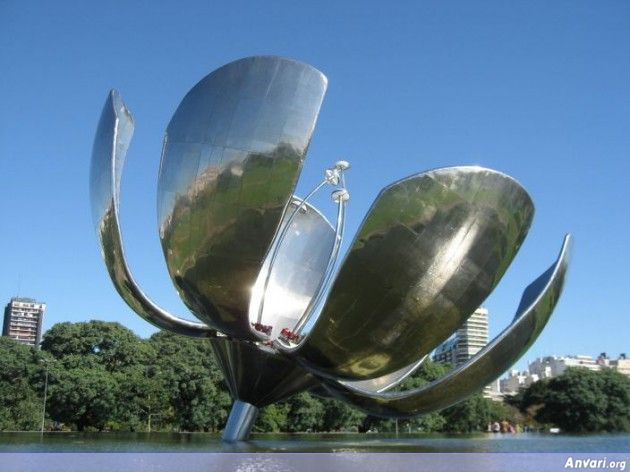 Floralis Generica 630x472 - Strange Statues around the World