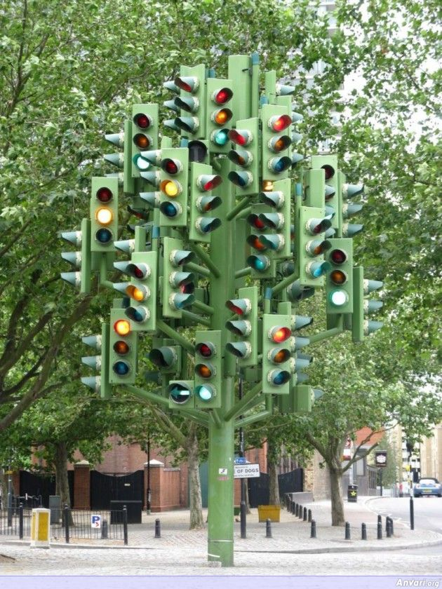 The Traffic Light Tree 630x840 - Strange Statues around the World