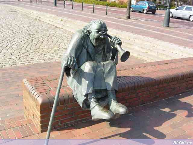 bilder 188 - Strange Statues around the World