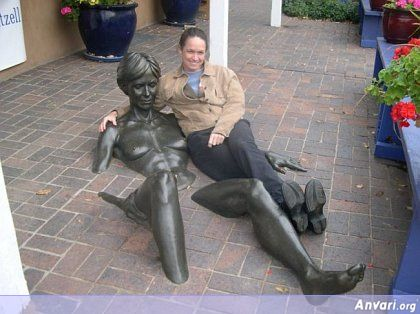 44a243197e483988827699 - Strange Statues around the World 2