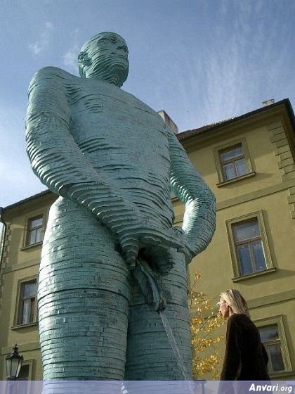 44a2431a07285800722835 - Strange Statues around the World 2