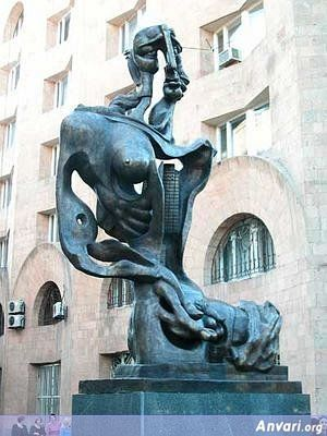 44a2431a3c980677740268 - Strange Statues around the World 2