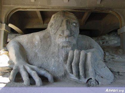 44a2431b01ce7636501980 - Strange Statues around the World 2