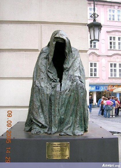 44a2431b6125b914703845 - Strange Statues around the World 2