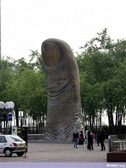 44a2431c2578e203951249 - Strange Statues around the World 2