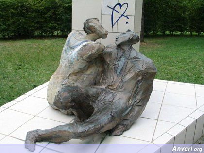 44a2431c77025331668460 - Strange Statues around the World 2