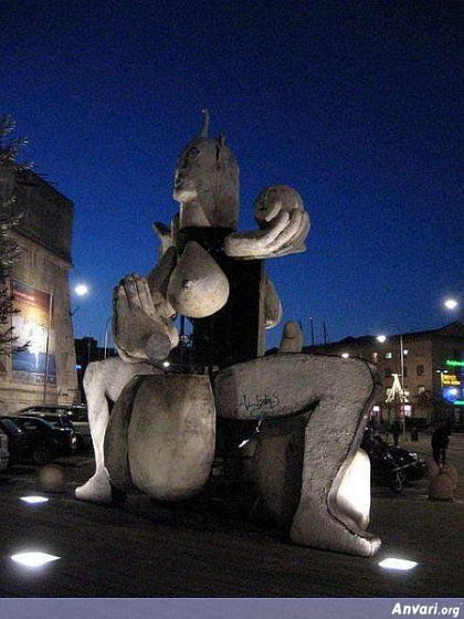 44a2431eeba72926890101 - Strange Statues around the World 2