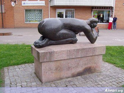 44a2431f6e921594511392 - Strange Statues around the World 2