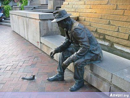 44a2431fe2aba020412581 - Strange Statues around the World 2
