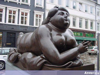 44a243234e5f4017826667 - Strange Statues around the World 2