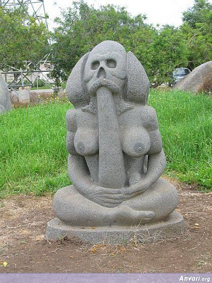 44a24323b262c825707177 - Strange Statues around the World 2