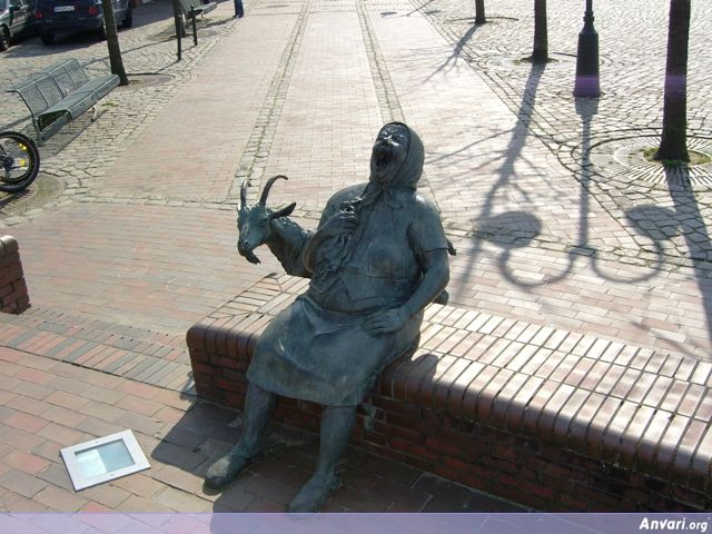 bilder 193 - Strange Statues around the World 2