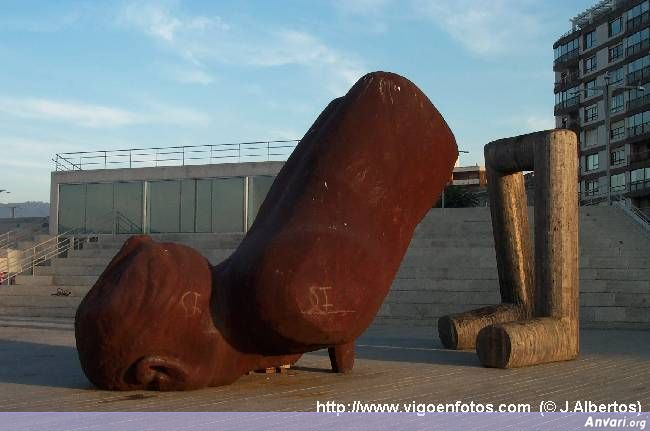 engendro26jl - Strange Statues around the World 2