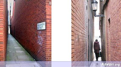The Narrowest Street Castletown England - The Most Unusual Roads in the World