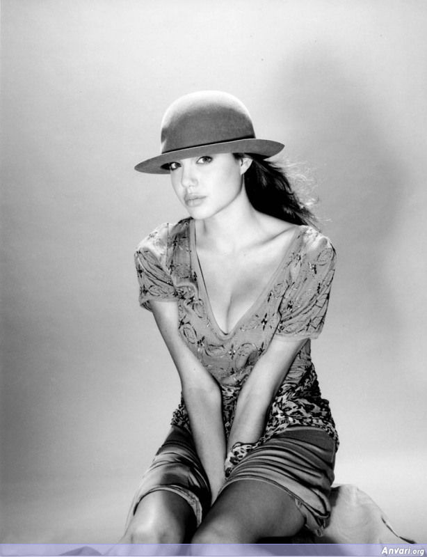 Young Angelina Jolie 003 - Young Angelina Jolie